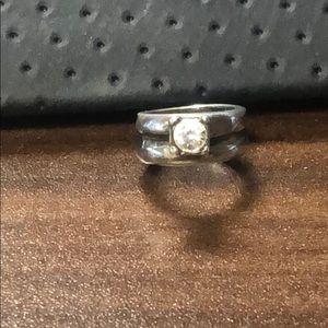 Jewelry - Adorable wedding ring set charm